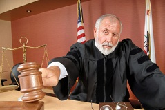 judge-using-his-gavel
